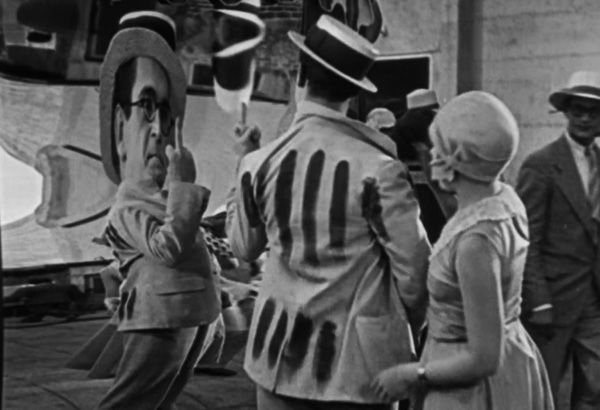 speedy-1928-coney-island-mirrors-middle-finger-harold-lloyd-review.jpg