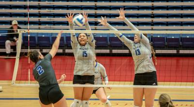 Iowa Western volleyball advances to NJCAA final four with sweeps over Navarro, Hill