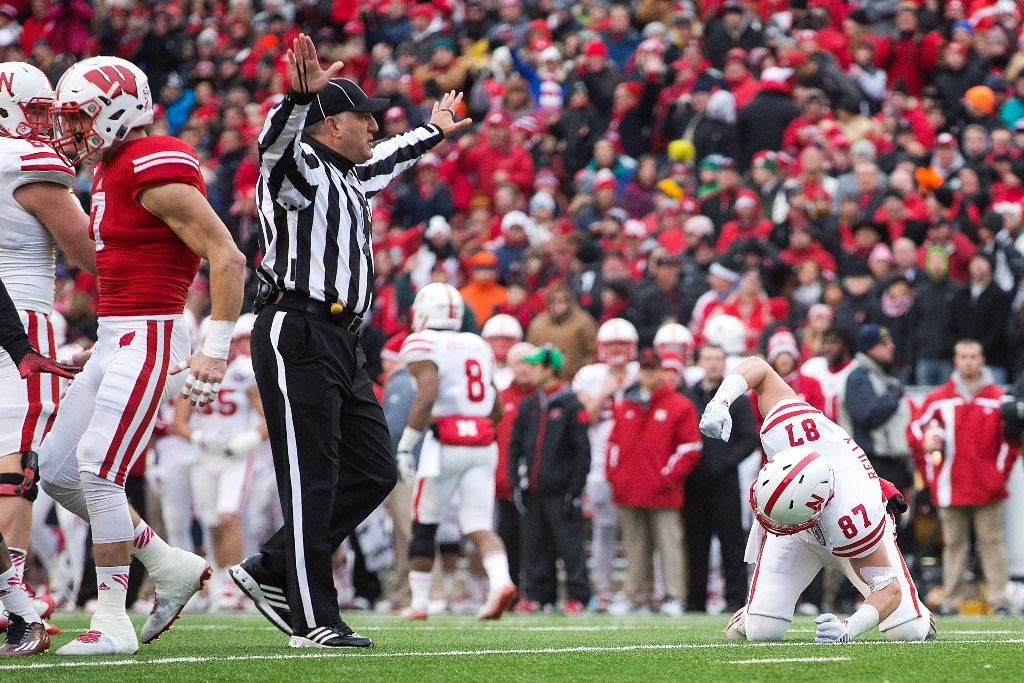 the best attitude 745ee 24e90 Melvin Gordon, Badgers dismantle Huskers in historic fashion ...
