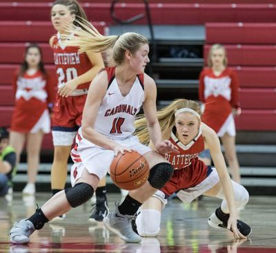 Class B: South Sioux City withstands 31 points from Payton Brotzki to advance