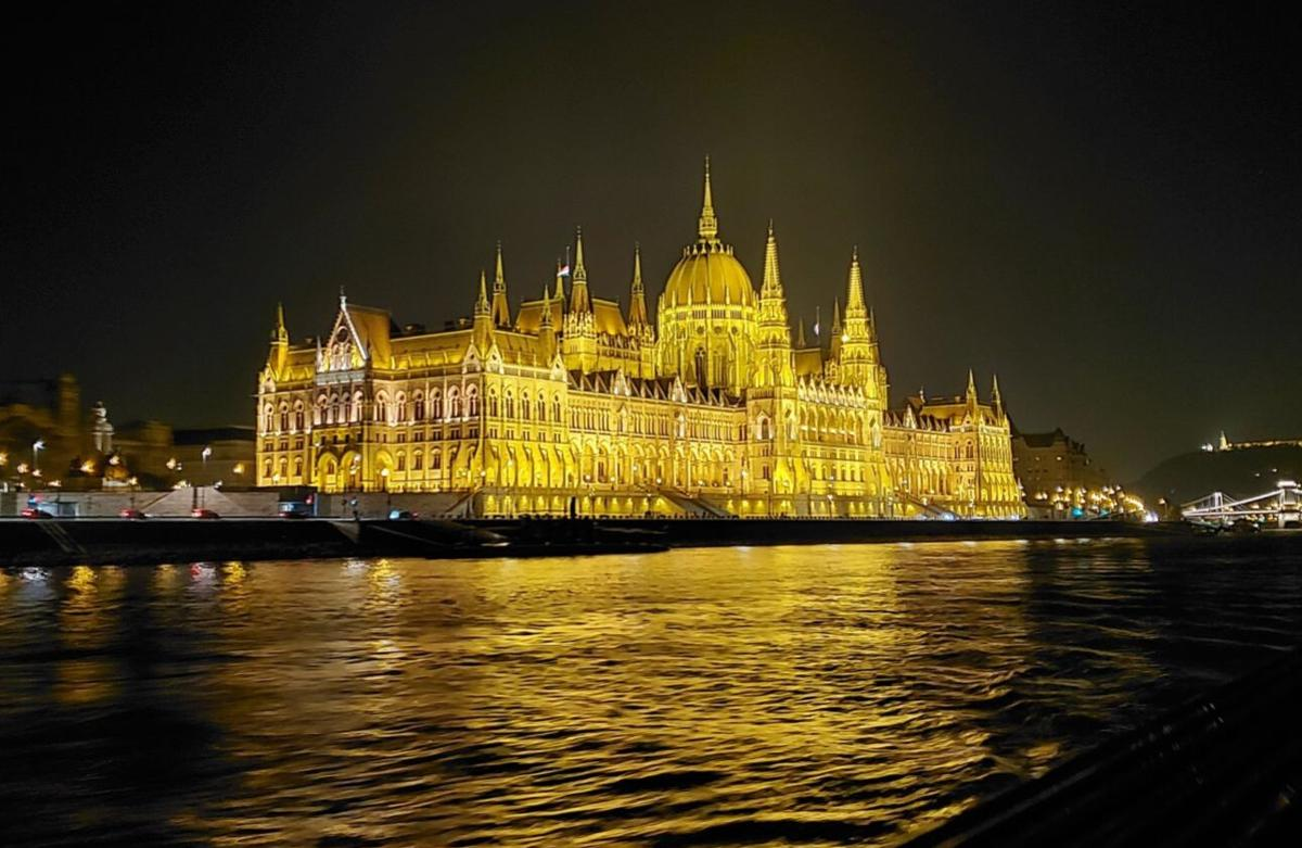 Fave_River Cruise_Hungarian Parliament Building.jpg