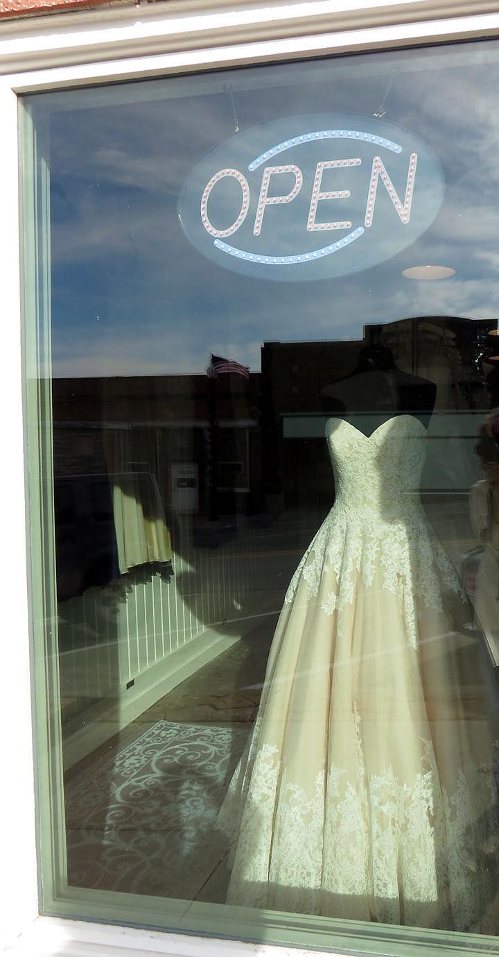 Bridal shop brightens Springfield | Papillion Times | omaha.com