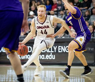 Former UNO forward Mitch Hahn signs with German professional team