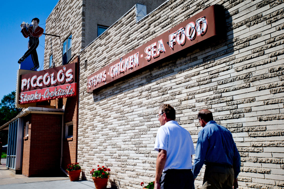 With Buffett Favorite Piccolo S Now Closed Other Area Restaurants Hope To Fill The Gap