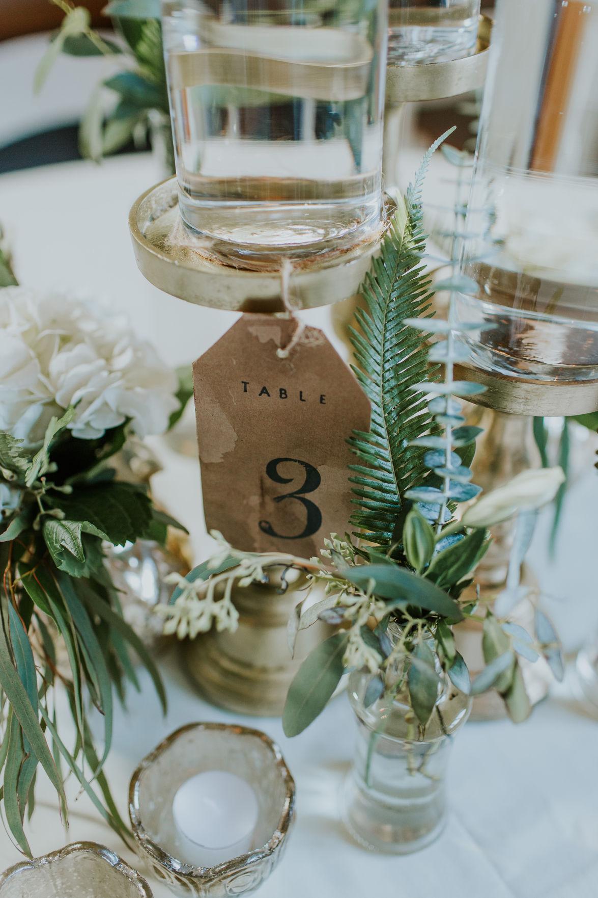 WeddingEssentialsOmaha_RealWedding_AmyJoel_ErinDunawayPhotography_050.jpg