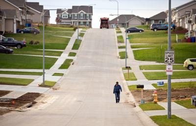 Bellevue seeks plans to patch up ineffective sidewalk policy