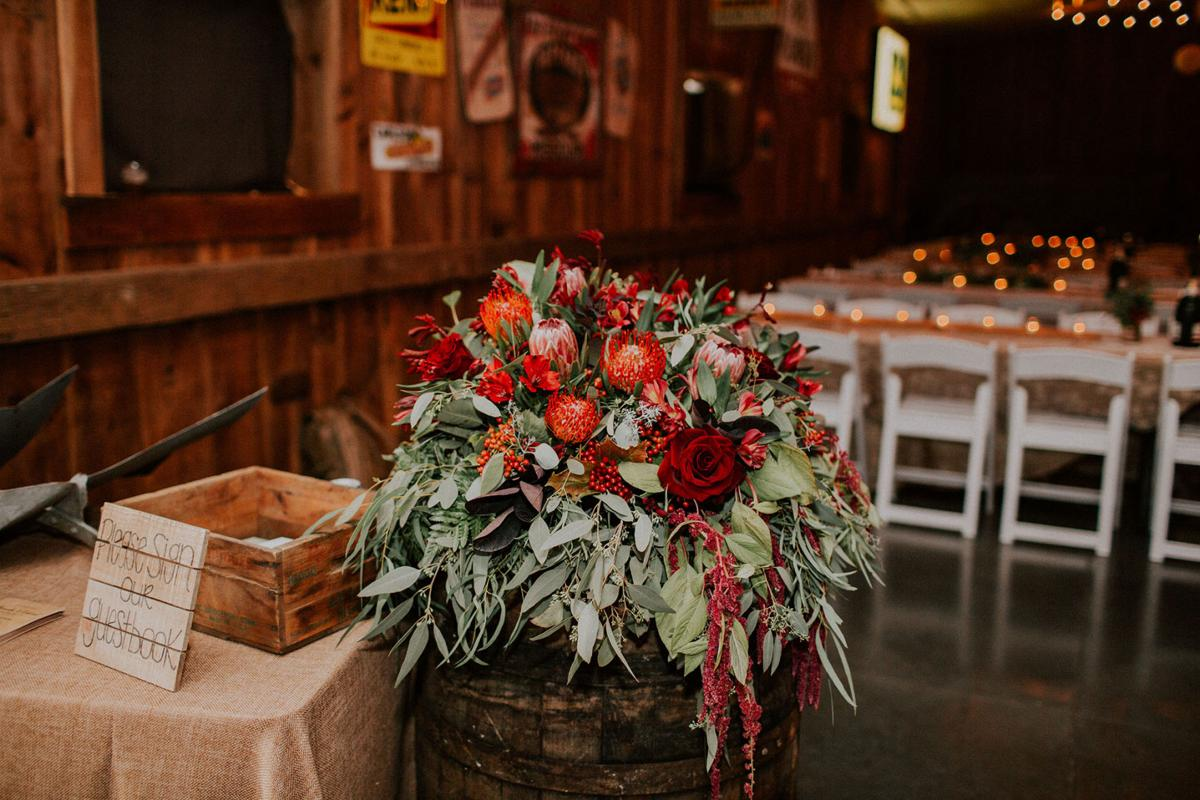 WeddingEssentialsOmaha_RealWedding_MirandaGabe_ROCKINGJ_062.jpg
