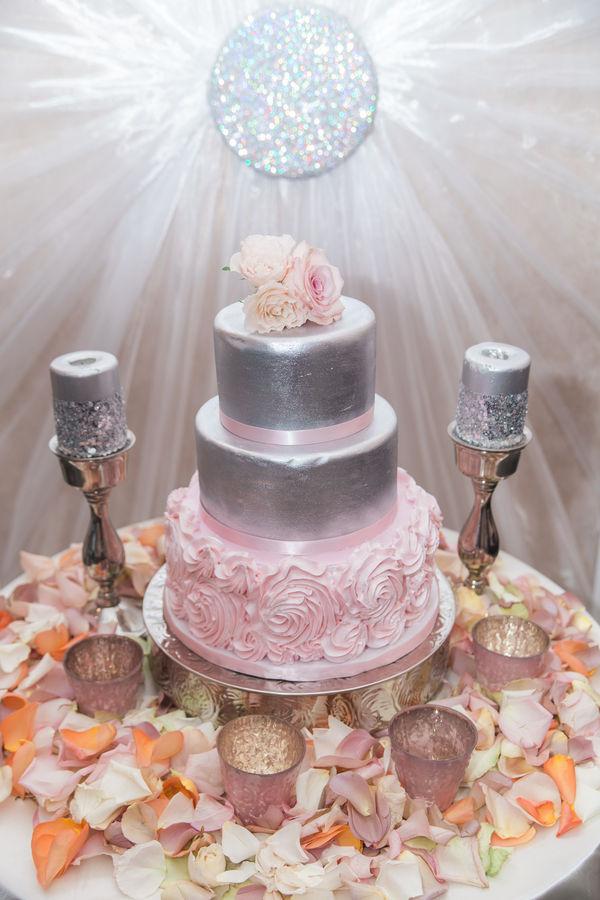 WeddingEssentialsOmaha_BlushWedding_AshleyRutlandPhotography_001.jpg