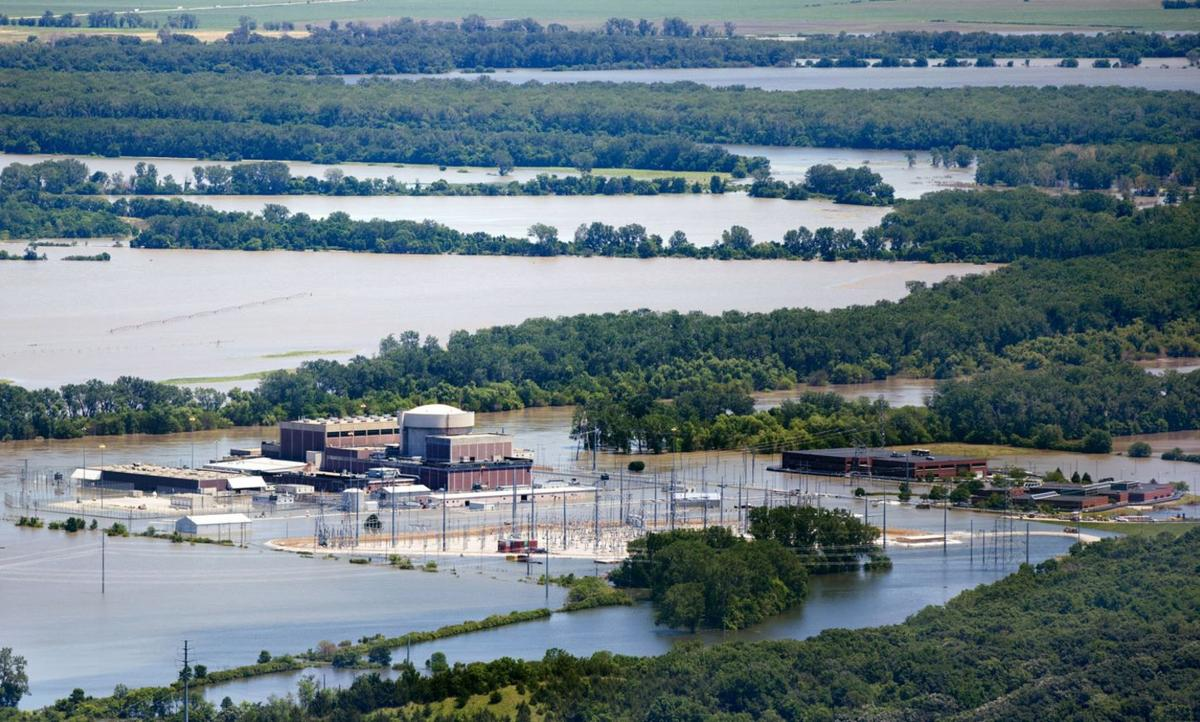 Fort Calhoun nuclear plant surrounded by floodwaters in 2011