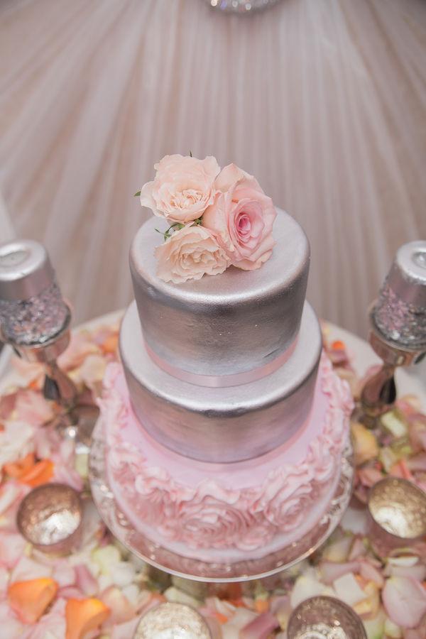 WeddingEssentialsOmaha_BlushWedding_AshleyRutlandPhotography_002.jpg