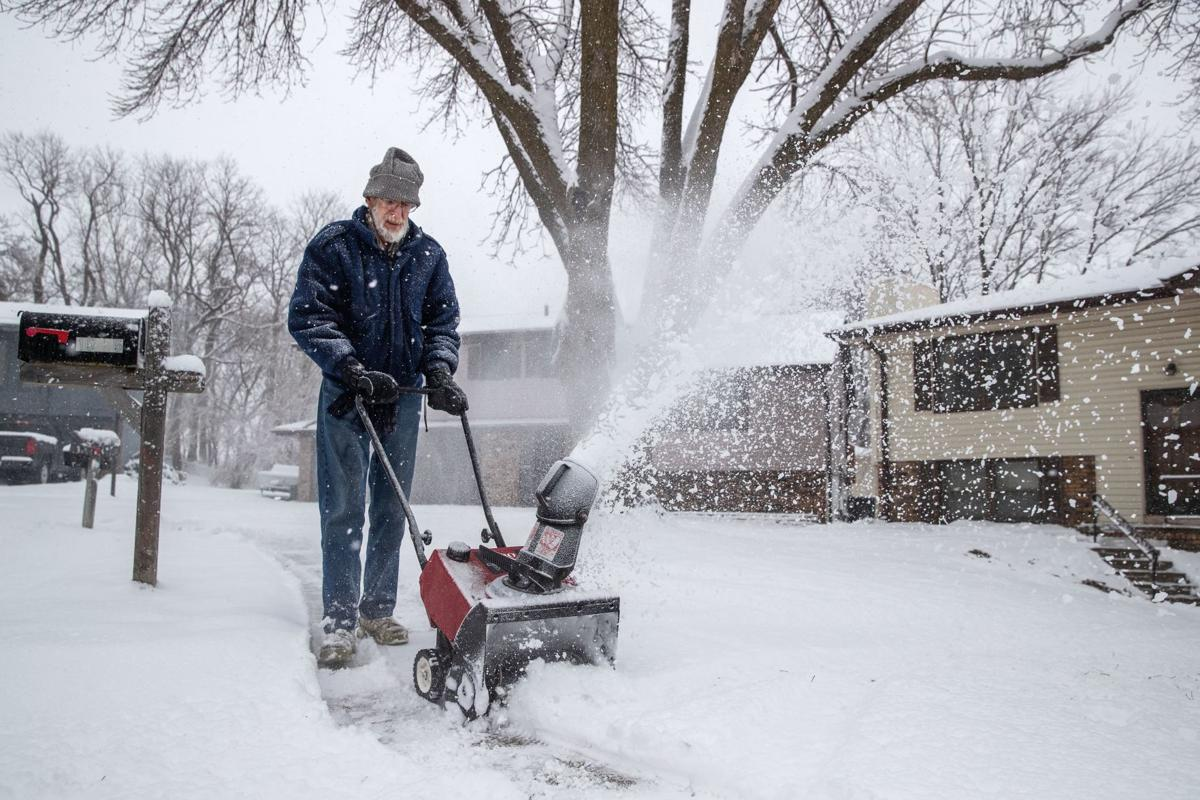 Below-zero wind chills, more snow expected in Omaha this weekend