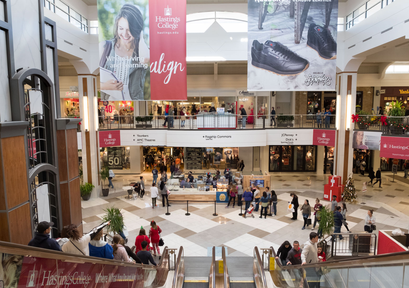 Mall Of Louisiana Inside Map%0A Black Friday shoppers hit the streets for deals  scoring bargains on gifts  for themselves and others   Money   omaha com