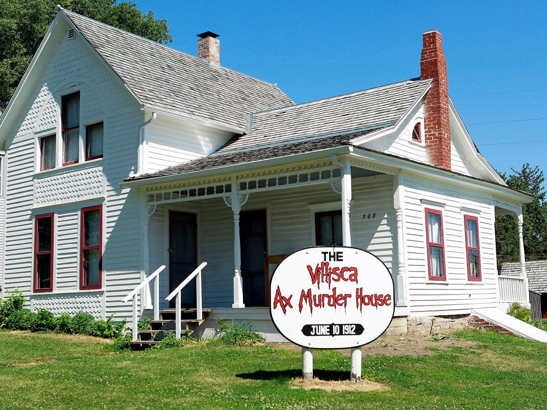single men in villisca Villisca, iowa, june 10 twenty-four hours after the murder of the  eight in all, which occurred sunday night, the authorities have been unable to get a single trace of the murderer and have little or no clue to his identity the murderer killed every person in the house with an ax and escaped without discovery  court tv's haunting evidence.
