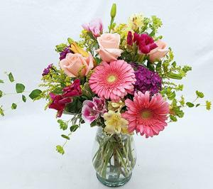 Corum's Flowers & Gifts | Greenhouse | Delivery| Council Bluffs | Omaha | Moms-Bouqet