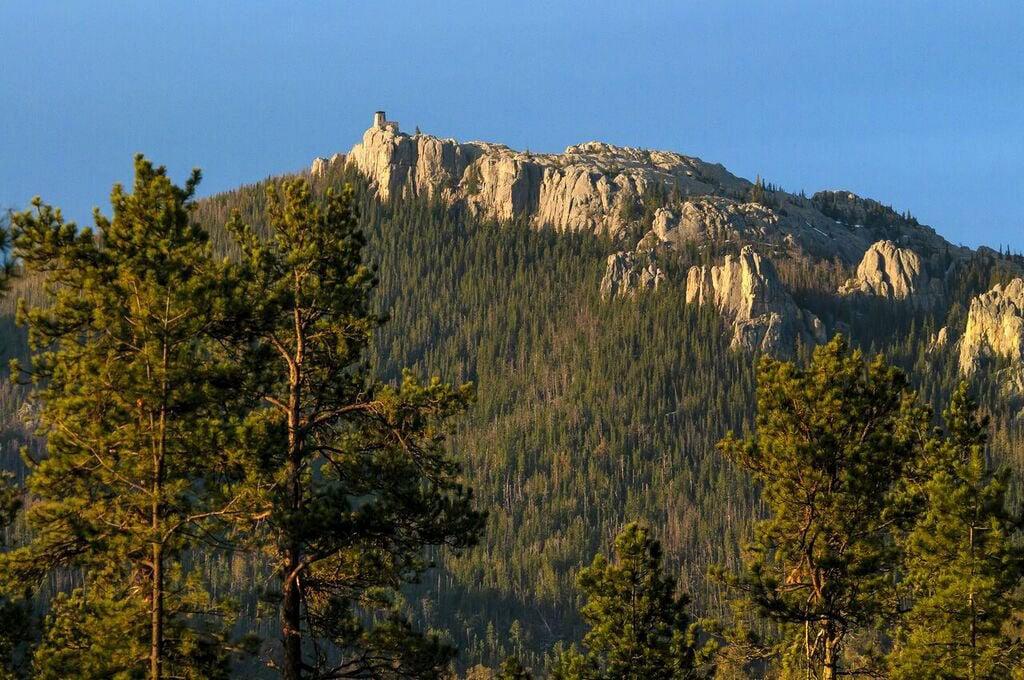 Peak formerly named after Harney