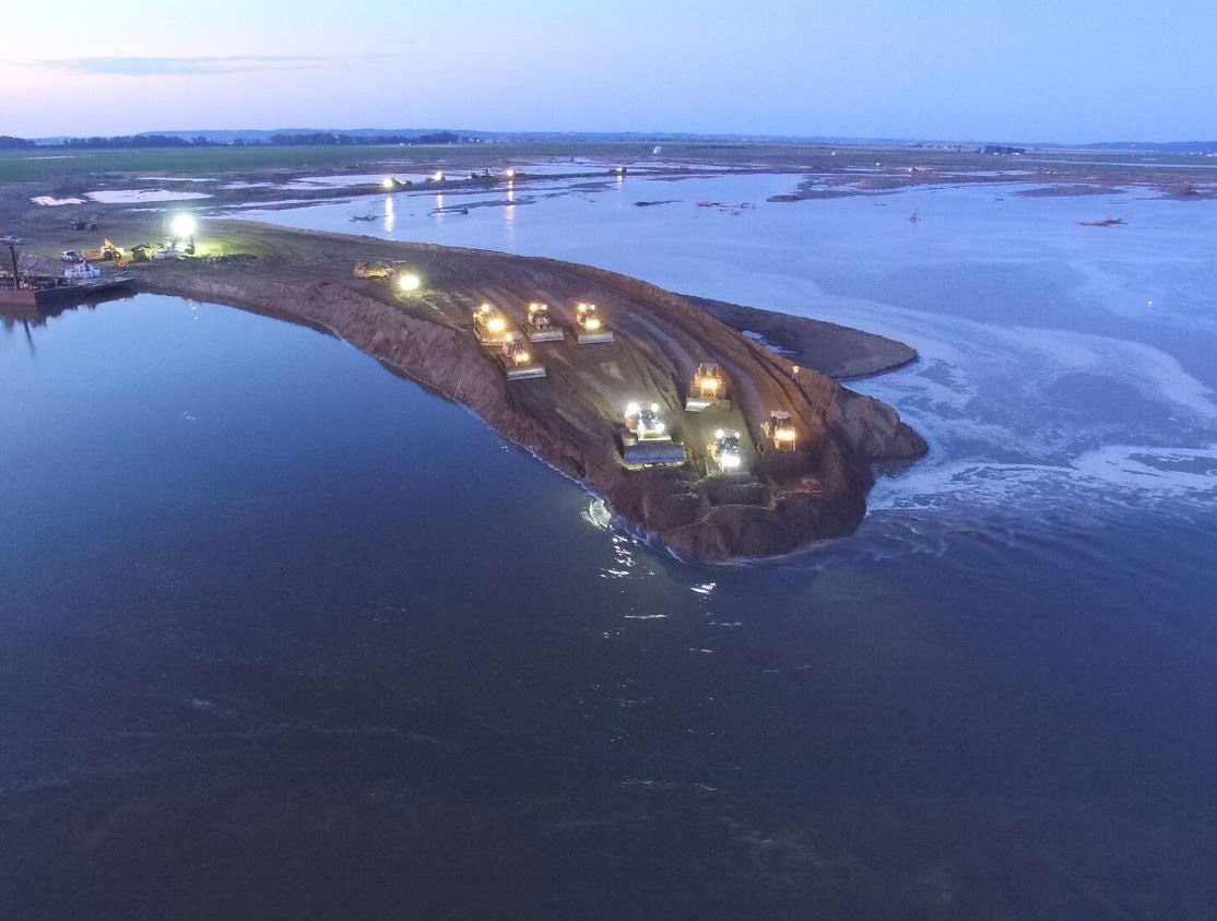 All-out assault required on longest breach in Missouri River levees