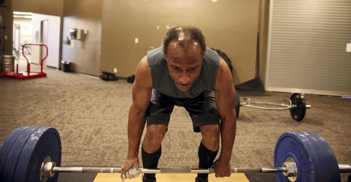 Worth the weight: Papillion resident sets powerlifting