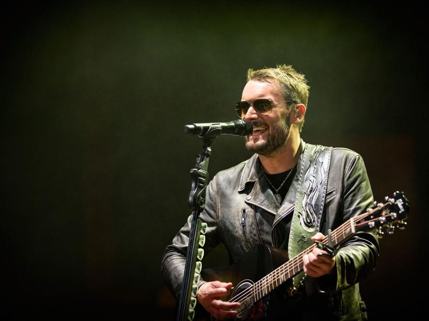 Review Eric Church Keeps Fans Guessing In Sold Out Tour Kick Off