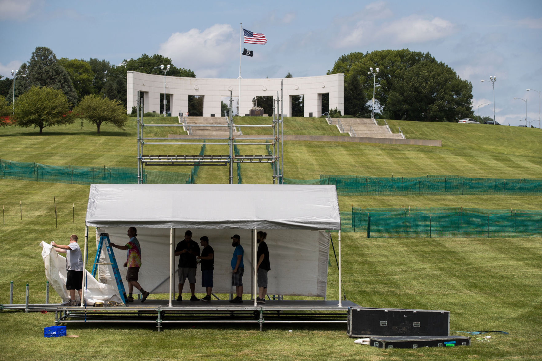 Memorial Park concert prep & Thousands expected to watch fireworks at Omaha World-Herald Bank ...