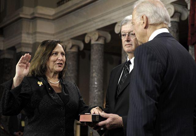 Deb Fischer downplays gender even as she makes Senate history