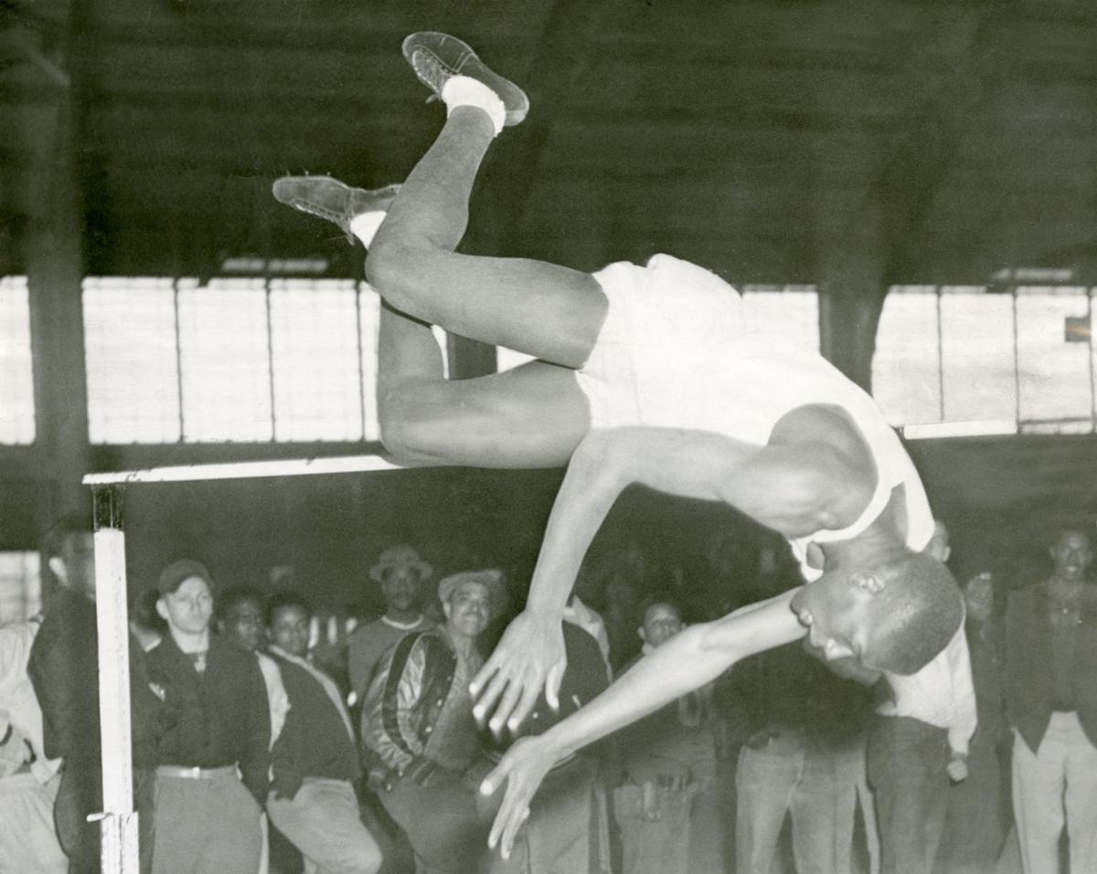 1953 [19659042] Bob Gibson was a versatile athlete at Tech High who participated in baseball, basketball and athletics. 1956 In 1955, Bob Gibson of Omaha Tech played basketball at Creighton University and joined Bob Boozer in the summer in the Y Travelers Team Coach edited by his older brother Josh. </p> </div> </div></div> </p></div> </p></div> </p></div> <div class=