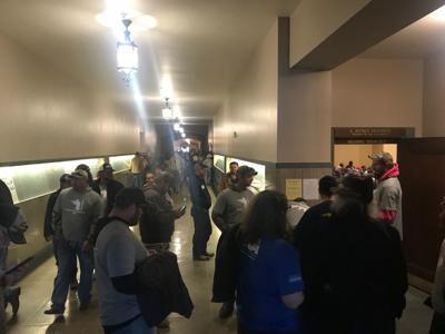 Gun crowd (copy)