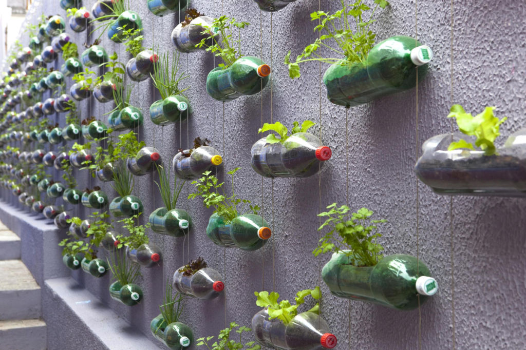 Delicieux How To Transform Your Wall Or Deck Into Hanging Herb Garden