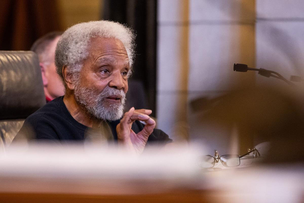 Douglas County Board votes 7-0 to support Ernie Chambers' bill to eliminate most cash bail