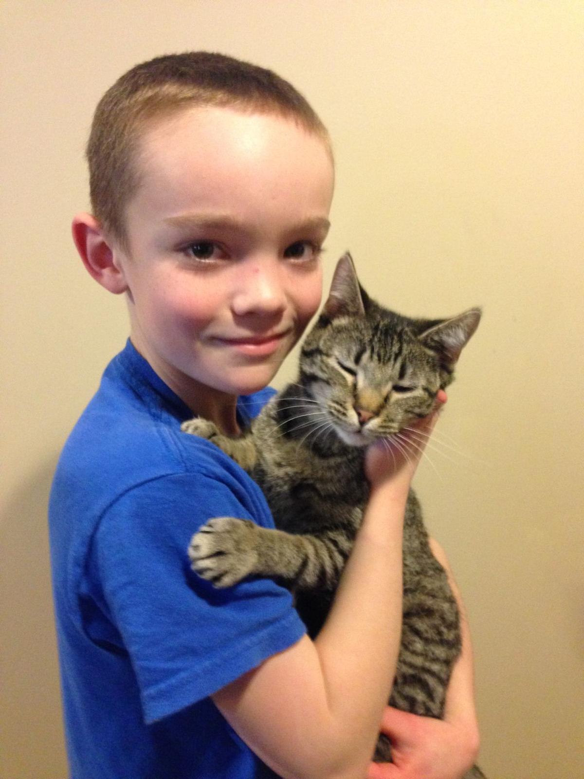Jenni Dewitt's son and cat