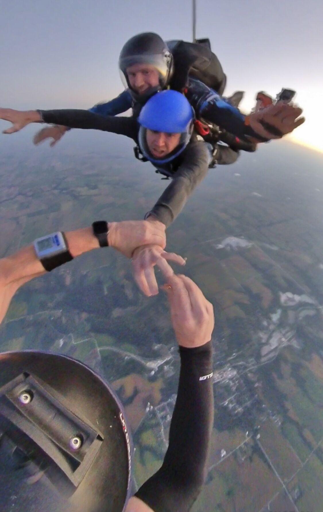080121-owh-liv-skydivewedding-p1