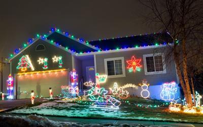 Vanek Family Christmas lights at 15055 Meredith Ave.