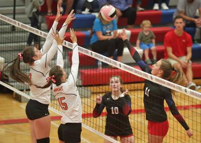 Taller Sergeant Bluff-Luton volleyball team makes short work of Lynx