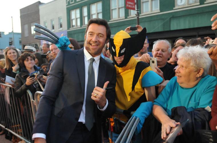 Hugh Jackman draws crowds to restored Iowa Falls theater