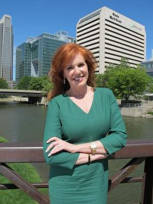 fox reporter liz claman talks emails from buffett and loving omaha