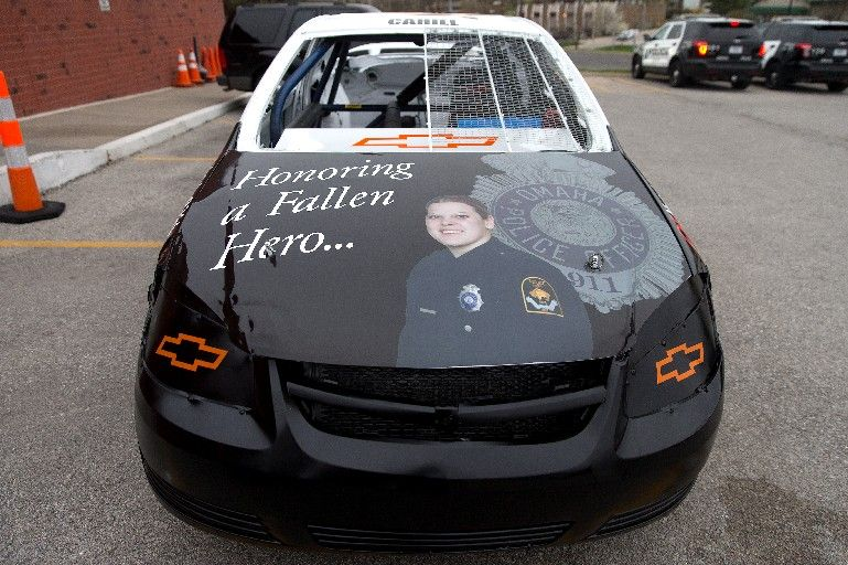 race car driver unveils tribute to fallen omaha police. Black Bedroom Furniture Sets. Home Design Ideas