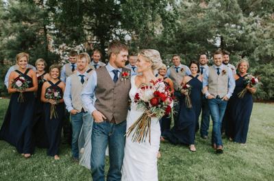 WeddingEssentialsOmaha_RealWedding_MirandaGabe_ROCKINGJ_041.jpg
