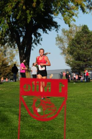 Rylee Rice sets record as Ainsworth runs away with D-5 titles