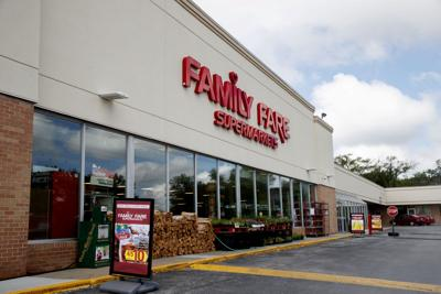 Family Fare Bag N Save No Frills Raise 6 100 For Together Omaha Other Charitable Events Planned