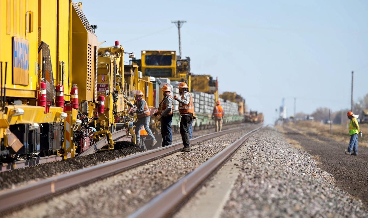 Union Pacific, BNSF paying bigger hiring bonuses amid labor shortage