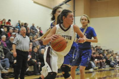 Kelsey Sanger's big night leads Class C-2 No. 1 Crofton to win