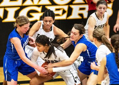Behind Taylor Searcey's 14 points, Lincoln East girls basketball rallies to defeat Fremont