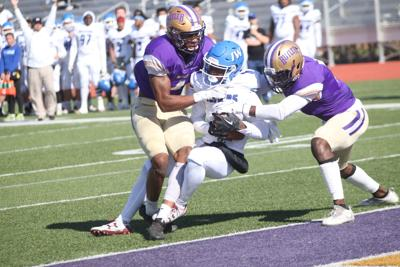 No. 3 Iowa Western keeps title hopes alive with 19-14 victory over No. 12 Butler