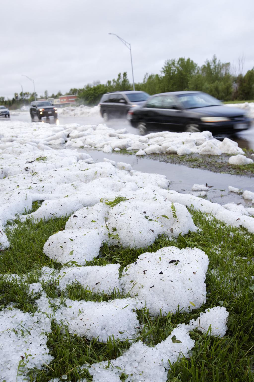Thunderstorm dumps hail in southwest Omaha