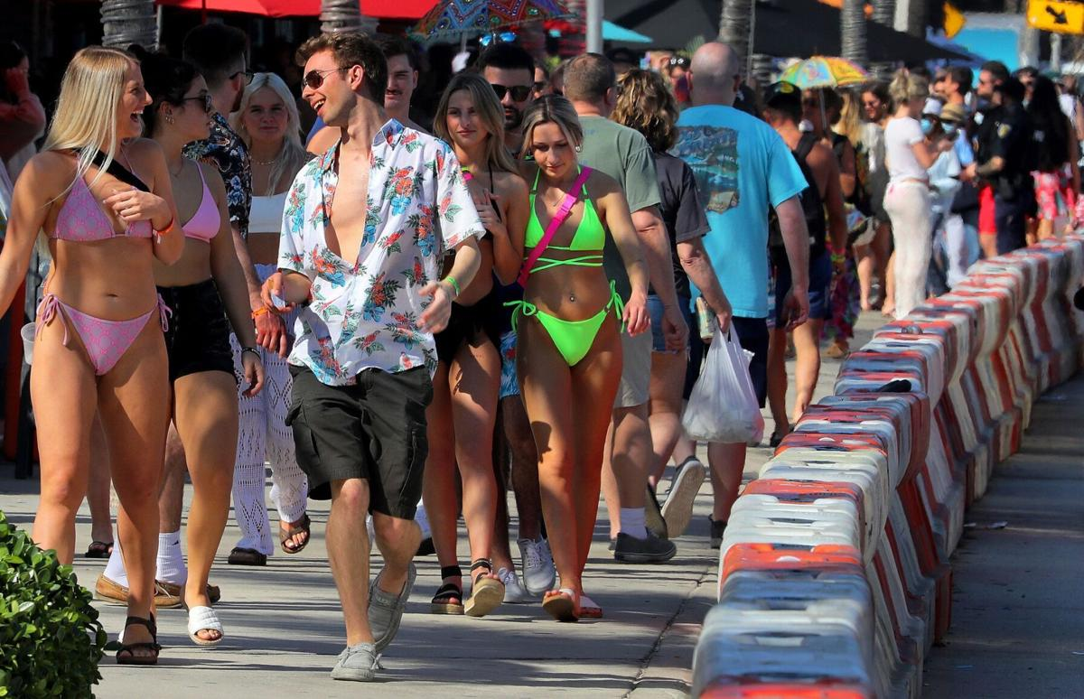 Afternoon partiers crowd into the sidewalk in Fort Lauderdale, Florida, on March 4, 2021, as spring break is starting to ramp up on area beaches and bars.