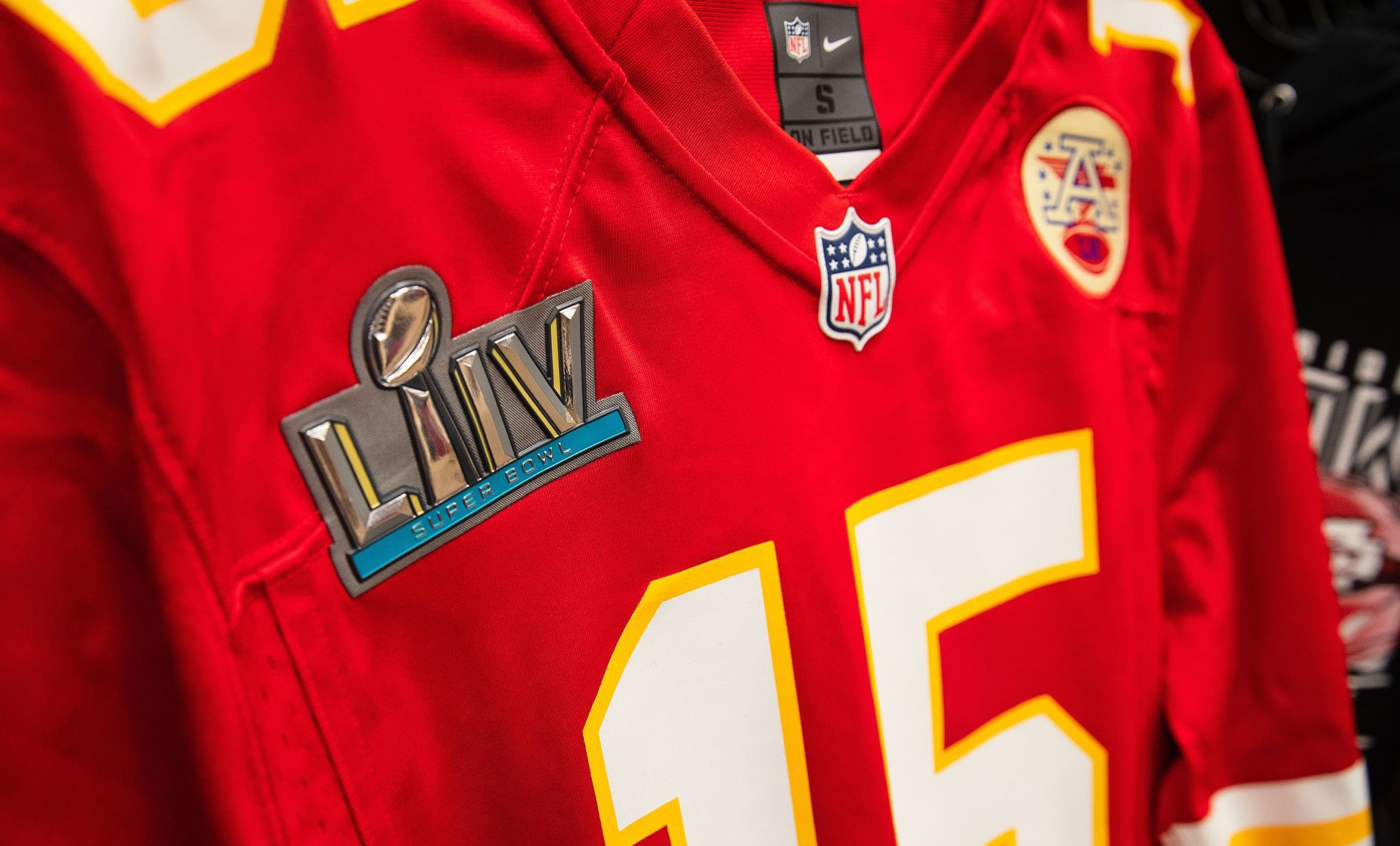 Chiefs hater checks out Omaha store's Super Bowl gear, cries ...