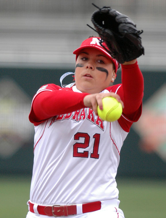 Edwards prepares to become Huskers' new ace