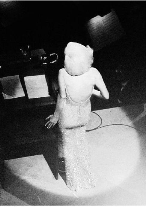 Nebraska native, dead at 83, climbed a catwalk for iconic image of Marilyn Monroe