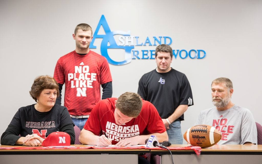 Video: Husker commit Ben Stille signs on the line during ceremony