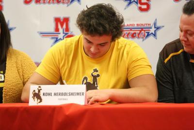 Millard South offensive lineman Kohl Herbolsheimer set to join other Nebraskans at Wyoming