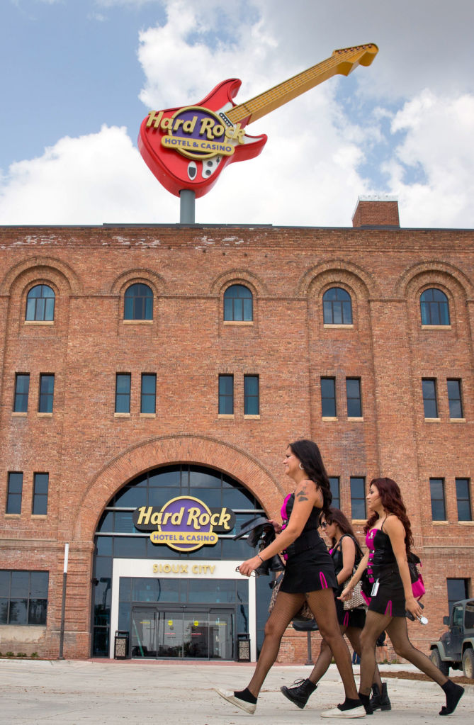 Hard Rock Hotel And Opens In Sioux City 2